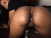 Beautiful ebony babe gets her wet pusys fucked by a bot machine